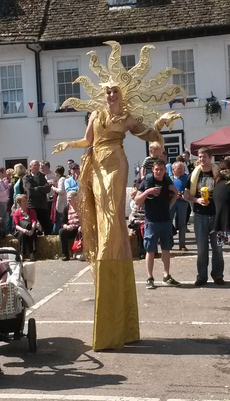 Gold Art Deco Stiltwalking Lady