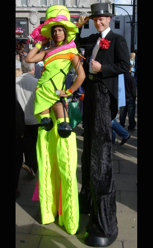 Solo yellow Fashion Lady Stiltwalker with Gent
