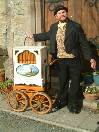 Themed Performer - Victorian Organ Grinder