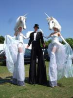 duo stilt unicorns with Gent
