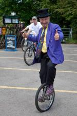 unicycle thumbs up