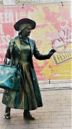 Edwardian Living Statue with bag